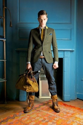 How to Wear a Blue Pocket Square In Spring: This combination of an olive wool blazer and a blue pocket square is put together and yet it's easy enough and ready for anything. Make your look slightly sleeker by rounding off with brown leather brogue boots. This is a tested option for a neat ensemble that transitions easily into spring.