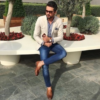 How to Wear a Beige Blazer For Men: Infuse effortless elegance into your day-to-day styling rotation with a beige blazer and navy jeans. Our favorite of a multitude of ways to finish off this ensemble is with brown leather tassel loafers.