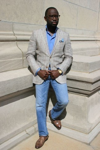 Men's Looks & Outfits: What To Wear In 2020: This combination of a grey plaid blazer and light blue jeans is extremely easy to throw together and so comfortable to rock a version of over the course of the day as well! For maximum impact, add a pair of brown leather tassel loafers to your outfit.