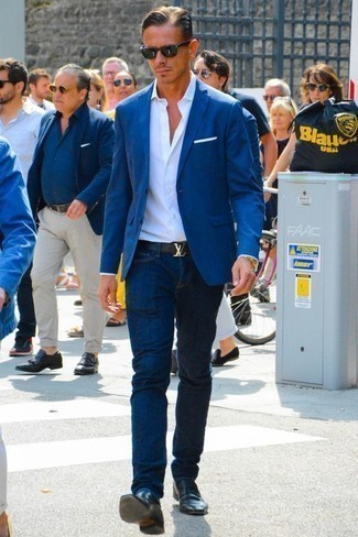 Which Blazer To Wear With Black Loafers For Men: For a casually neat getup, wear a blazer and navy jeans — these two items work perfectly together. And if you need to instantly perk up this ensemble with one item, grab a pair of black loafers. As a 30-something gentleman, you probably want to start dressing more maturely. In this case, ensembles like this come in useful.