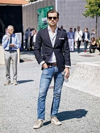 How to Wear Beige Socks For Men: Team a navy blazer with beige socks for relaxed dressing with an urban spin. You know how to dress it up: white canvas low top sneakers.