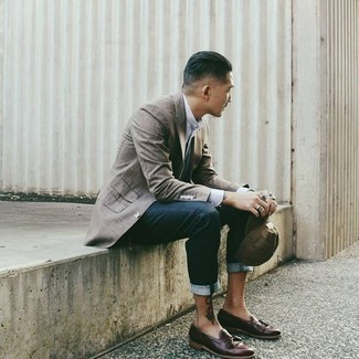 Grey Blazer with Blue Jeans Outfits For Men: Make a powerful entrance anywhere you go by opting for a grey blazer and blue jeans. Complete your outfit with a pair of burgundy leather tassel loafers to jazz things up.