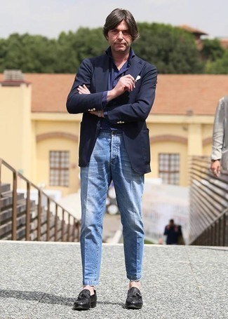 Light Blue Jeans Outfits For Men After 40: This is hard proof that a navy blazer and light blue jeans are awesome when worn together. Introduce black fringe leather loafers to the mix to instantly shake up the ensemble. A reliable option outfit appropriate for gentlemen in their forties.