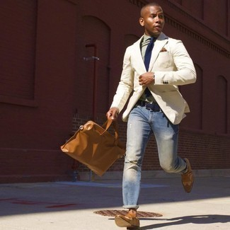 Tie Casual Outfits For Men: This polished combination of a beige blazer and a tie is a favored choice among the sartorial-savvy chaps. For something more on the daring side to complement this ensemble, complement your look with a pair of tobacco leather monks.