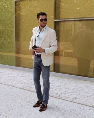 Beige Blazer Outfits For Men: The formula for casually sophisticated menswear style? A beige blazer with navy jeans. And if you wish to instantly dress up your look with footwear, add dark brown leather tassel loafers to this look.