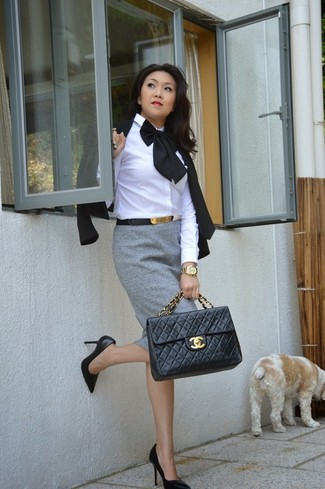 Master the effortlessly chic look in a black blazer jacket and a grey pencil skirt. Round off this look with black leather pumps.