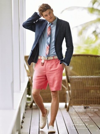 Try pairing a navy blue blazer with pink shorts to create a smart casual look. Espadrilles are the right shoes here to get you noticed.