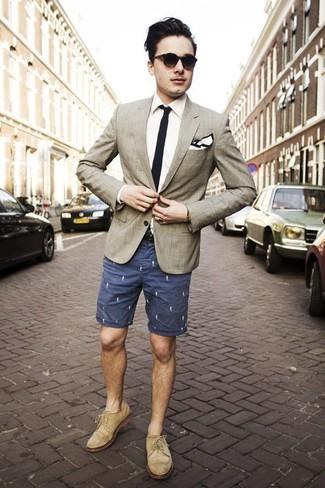 How to wear: beige plaid blazer, white dress shirt, navy print shorts, beige suede brogues
