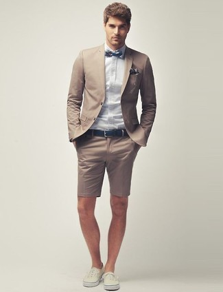 Something as simple as teaming a tan blazer with tan shorts can potentially set you apart from the crowd. If you don't want to go all out formal, make beige low top sneakers your footwear choice. This combination is essentially a lesson in how to master the hot weather fashion.