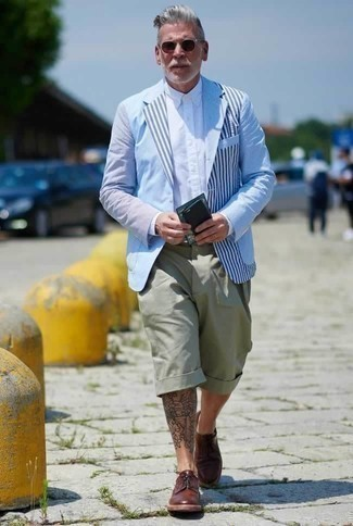 Mint Shorts Outfits For Men: Teaming a light blue vertical striped blazer and mint shorts will hallmark your prowess in men's fashion even on lazy days. For a sleeker spin, why not introduce burgundy leather derby shoes to the mix?