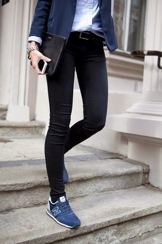 This combination of a navy blazer and black skinny jeans epitomizes comfort without compromising style. For something more on the daring side to complement this getup, make navy low top sneakers your footwear choice. This getup is super functional and will help you out in in-between weather.