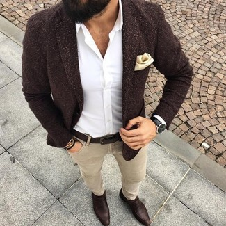 How to Wear Beige Skinny Jeans For Men: A dark brown wool blazer and beige skinny jeans are amazing menswear essentials that will integrate perfectly within your casual styling routine. Hesitant about how to finish off your getup? Rock a pair of dark brown leather loafers to kick it up.
