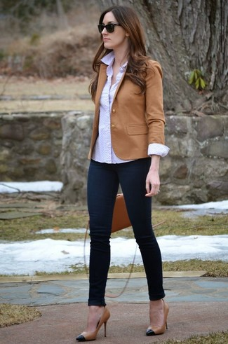 How to wear: tan blazer, white polka dot dress shirt, navy skinny jeans, black and tan leather pumps