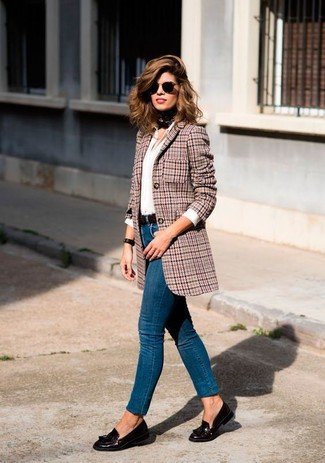How to wear: red houndstooth wool blazer, white dress shirt, blue skinny jeans, dark brown leather tassel loafers