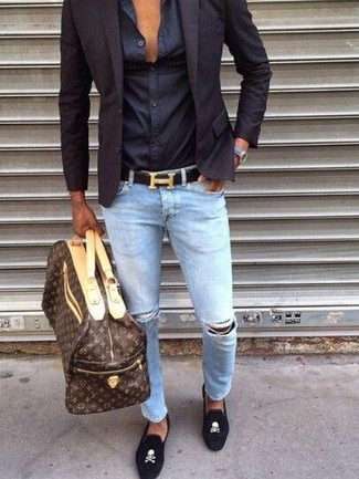 How to Wear a Dark Brown Print Leather Holdall For Men: This pairing of a navy blazer and a dark brown print leather holdall is hard proof that a safe casual look doesn't have to be boring. Complete this getup with a pair of black embroidered suede loafers to instantly shake up the getup.
