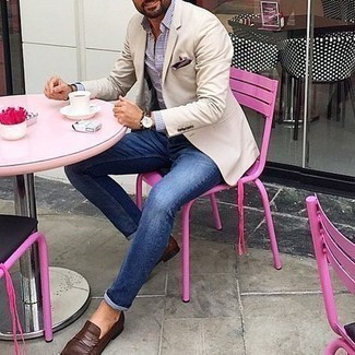 Navy Skinny Jeans Outfits For Men: This combination of a beige blazer and navy skinny jeans is super easy to achieve and so comfortable to rock a version of as well! A trendy pair of dark brown leather loafers is an easy way to breathe an added dose of style into your outfit.