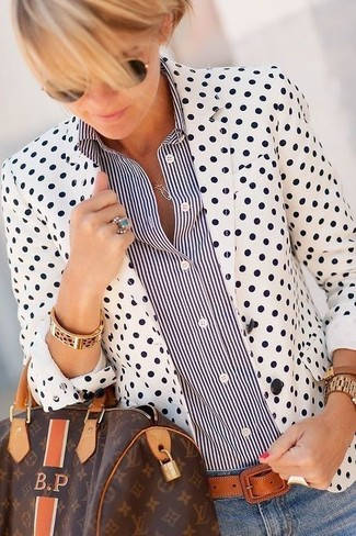 How to wear: white and black polka dot blazer, black and white vertical striped dress shirt, light blue skinny jeans, dark brown print leather duffle bag