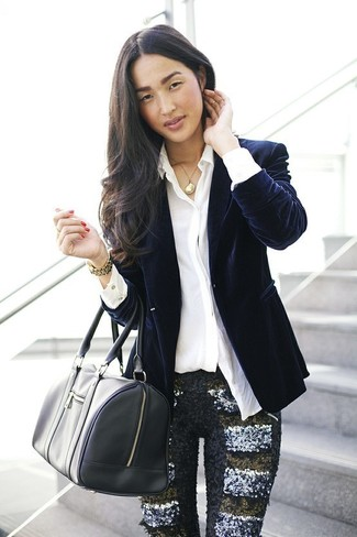 For effortless style without the need tosacrifice on functionality, we lovethis combination of a navy velvet blazer and black sequin skinny pants. So when spring is here, you'll find this ensemble to be your everything.