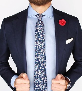 Go for a deep blue blazer and a baby blue oxford shirt to ooze class and sophistication. So if it's a warm day and you want to look stylish without putting too much effort, this look will do the job in next to no time.