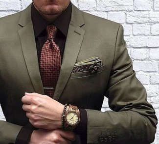 How to Wear an Olive Bracelet For Men: An olive blazer and an olive bracelet are amazing menswear items to have in your daily off-duty routine.