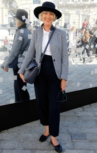 Black Leather Loafers Outfits For Women After 50: For glamour with a clear fashion twist, you can rely on a grey wool blazer and navy wide leg pants. Black leather loafers are a tested footwear style here that's also full of personality.