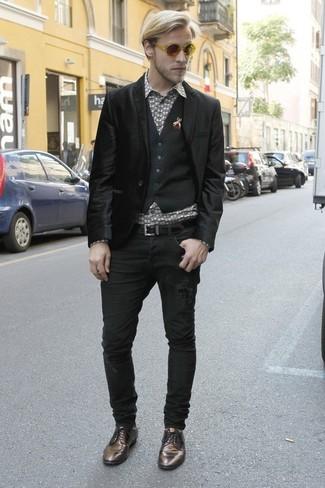 Pense à marier un blazer en velours noir Alexander McQueen avec un jean noir pour créer un look chic et décontracté. D'une humeur audacieuse? Complète ta tenue avec une paire de des chaussures derby en cuir noires.