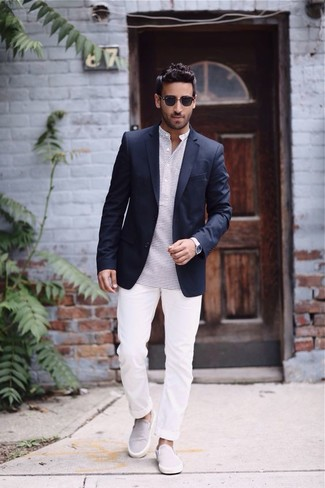 This combo of a black blazer and white chinos will add a graceful essence to your ensemble. Dress down this getup with slip-on sneakers. The ease and comfort of this ensemble takes care of the heat and helps you make a stylish statement wherever you go.