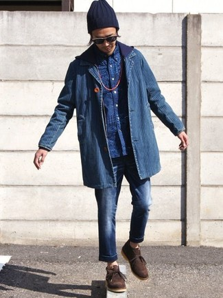 How to wear: blue denim blazer, navy hoodie, blue print long sleeve shirt, navy jeans
