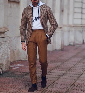 Navy Socks Outfits For Men: Pair a brown houndstooth blazer with navy socks for comfort dressing with a twist. To add a little depth to your look, introduce a pair of dark brown suede tassel loafers to your ensemble.