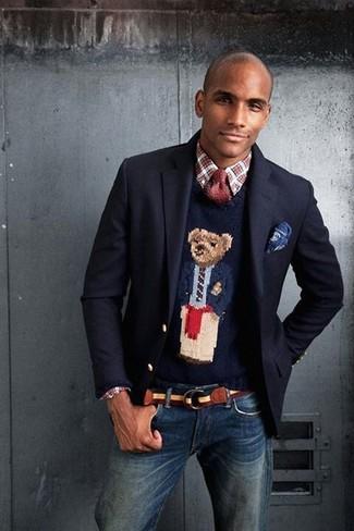 Cómo combinar: blazer de lana azul marino, jersey con cuello circular estampado azul marino, camisa de manga larga de tartán en rojo y blanco, vaqueros azul marino
