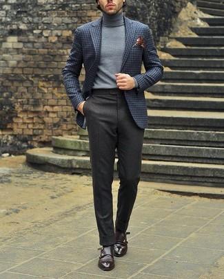 Cómo combinar: blazer de lana a cuadros gris, jersey de cuello alto gris, pantalón de vestir de lana en gris oscuro, zapatos con doble hebilla de cuero en marrón oscuro