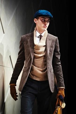 Cómo combinar: blazer de pana en marrón oscuro, jersey de pico marrón, camisa de vestir blanca, pantalón de vestir de lana azul marino