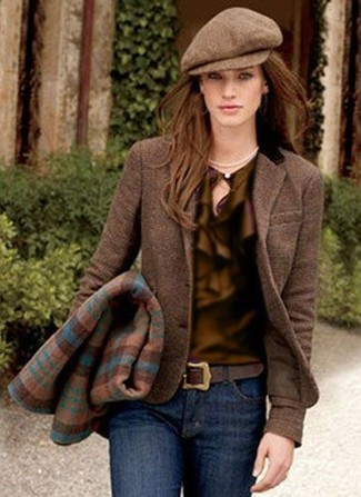 Try teaming a brown wool blazer with a Scala women's Lw597 Knit Cadet Flat Cap for a Sunday lunch with friends. When leaves are falling down and autumn is settling in, you'll love this getup as your favorite for transitional weather.