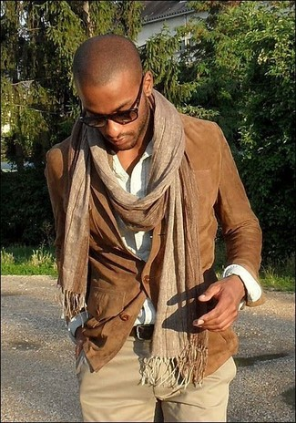 A smart casual combination of a brown suede blazer and camel chino pants can maintain its relevance in many different circumstances.