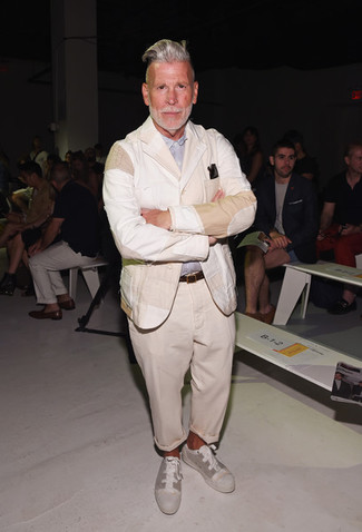 Nick Wooster wearing Beige Linen Blazer, Light Blue Long Sleeve Shirt, Beige Chinos, Beige Canvas Low Top Sneakers