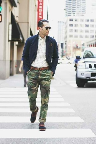 How to wear: navy cotton blazer, white check long sleeve shirt, olive camouflage chinos, brown leather oxford shoes