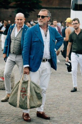 How to wear: teal cotton blazer, white linen long sleeve shirt, white chinos, brown leather loafers