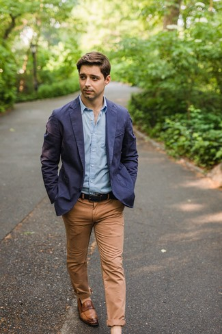 How to Wear a Cotton Blazer For Men: A cotton blazer and khaki chinos are the perfect base for an endless number of sharp looks. Let your sartorial prowess truly shine by completing this ensemble with brown leather loafers.
