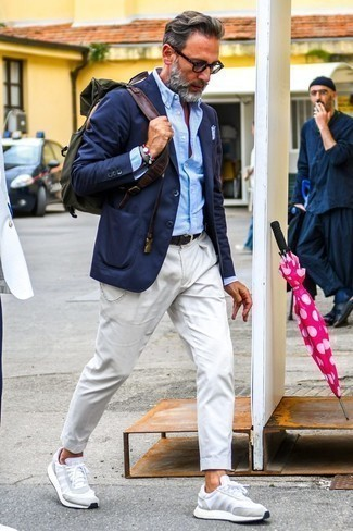 How to Wear a Belt After 40 For Men: You'll be surprised at how easy it is for any guy to get dressed like this. Just a navy blazer and a belt. White athletic shoes will never date.