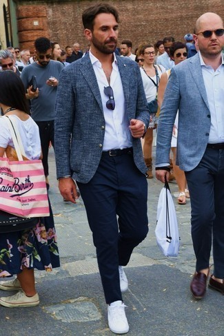 How to Wear Navy Chinos: For an effortlessly sleek menswear style, wear a navy tweed blazer with navy chinos — these two items play really well together. Complete your outfit with white low top sneakers to infuse a touch of stylish nonchalance into this ensemble.