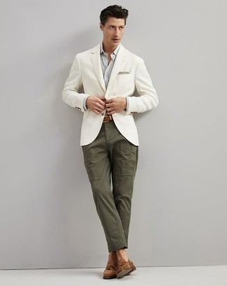 How to Wear a Beige Print Pocket Square: A white blazer and a beige print pocket square are both versatile menswear staples that will integrate brilliantly within your casual styling collection. Go the extra mile and break up your look with brown suede tassel loafers.