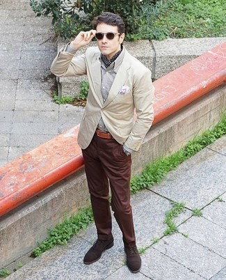 How to Wear Dark Brown Suede Oxford Shoes: This pairing of a beige blazer and brown chinos is a surefire option when you need to look effortlessly smart in a flash. On the shoe front, go for something on the dressier end of the spectrum by finishing off with dark brown suede oxford shoes.