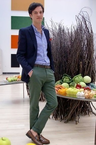 How to Wear a Light Blue Long Sleeve Shirt For Men: Consider pairing a light blue long sleeve shirt with dark green chinos to assemble an interesting and current off-duty ensemble. Get a little creative on the shoe front and class up your outfit by slipping into a pair of brown leather loafers.