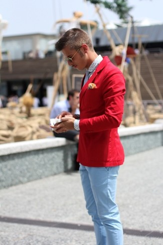 A red cotton blazer and a yellow pocket square is a nice combo to impress a girl on a date night. So if it's a summertime afternoon and you want to look seriously stylish without exerting much effort, this ensemble will do the job in seconds time.