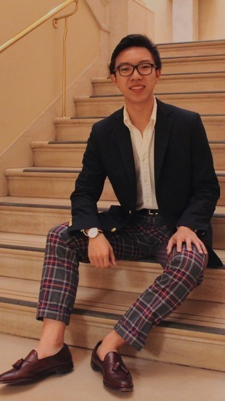 Black Blazer Outfits For Men: When the dress code calls for a sophisticated yet cool ensemble, consider pairing a black blazer with multi colored plaid chinos. Add a pair of burgundy leather tassel loafers to the equation for a touch of refinement.