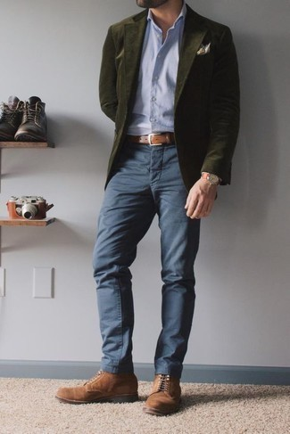 Belt Outfits For Men: The pairing of an olive corduroy blazer and a belt makes for a cool off-duty menswear style. A pair of brown suede casual boots effortlessly steps up the fashion factor of your ensemble.