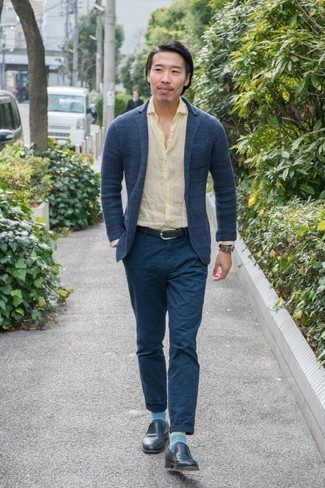 Navy Leather Loafers Outfits For Men: Teaming a navy knit blazer with navy chinos is a wonderful option for an effortlessly stylish ensemble. Dial down the casualness of this look by wearing a pair of navy leather loafers.