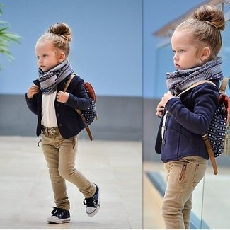 How to Wear a Grey Scarf For Girls: Suggest that your daughter opt for a navy blazer and a grey scarf for a fun day out at the playground. Navy sneakers are a nice choice to complete this getup.