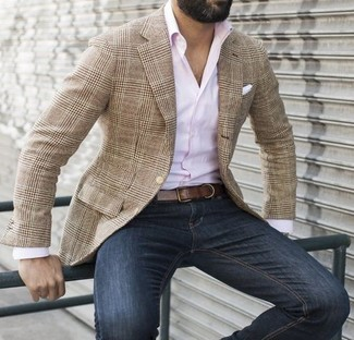 This pairing of a pink long sleeve shirt and navy jeans will enable you to keep your off-duty style clean and simple. Totally appropriate for summertime afternoons, you can wear this outfit all summer long.