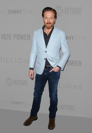 How to wear: light blue blazer, navy long sleeve shirt, navy jeans, dark brown suede chelsea boots